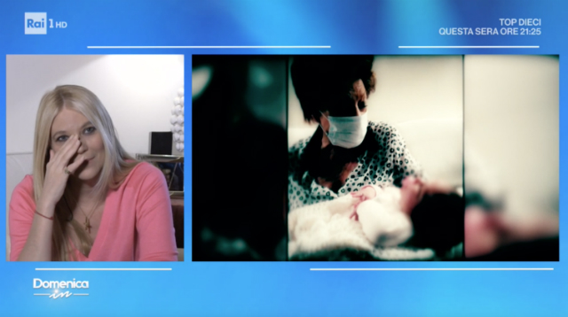 Prima volta in tv per la figlia Carlotta, Eleonora Daniele si commuove: 'E' stato un parto difficile'
