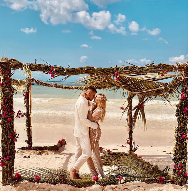 Un altro scatto del 'matrimonio' tra Favoloso e la Morali