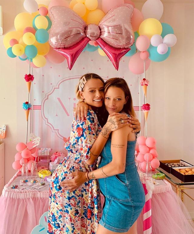 Silvia Provvedi, super party di bentornata a casa dopo il parto: foto