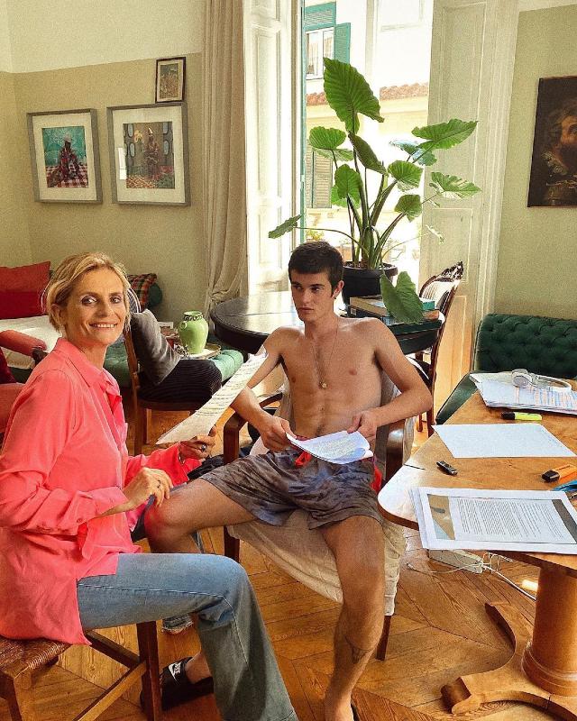 Isabella Ferrari, il figlio Giovanni ha fatto la maturità: la mamma lo aiuta a ripassare. Foto
