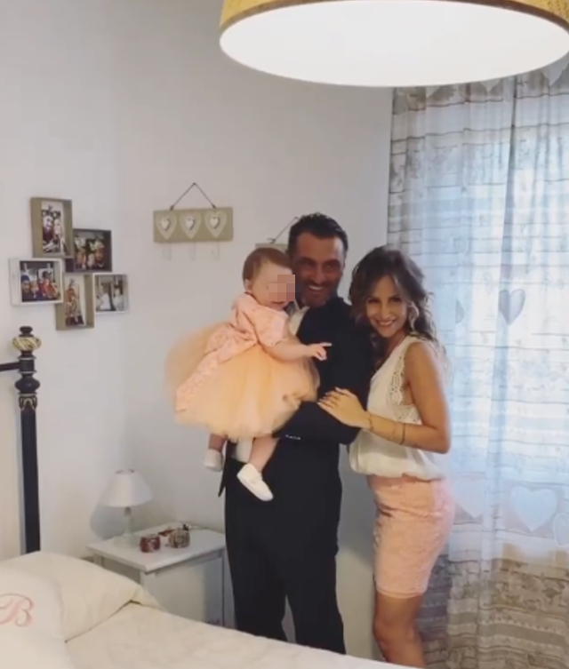 Sossio Aruta e Ursula Bennardo in festa per il battesimo della figlia Bianca