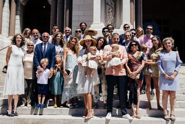 Fiammetta Cicogna felice con Carl al battesimo delle sue gemelle Gioia e Gaia: foto