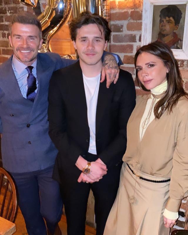 David Beckham, 45 anni, con Victoria, 46, e il primogenito Brooklyn, 21