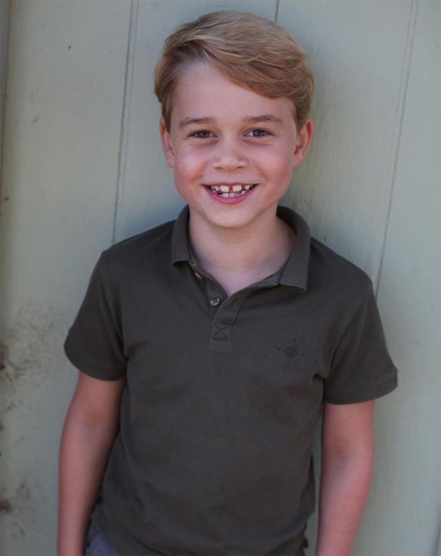 Il Principino George ha compiuto 7 anni: la famiglia reale pubblica due sue nuove foto