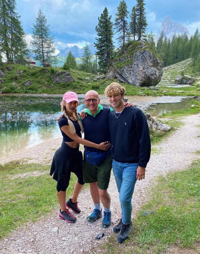 Alfonso Signorini, 56 anni, in Alto Adige con Clizia Incorvaia, 39, e Paolo Ciavarro, 28