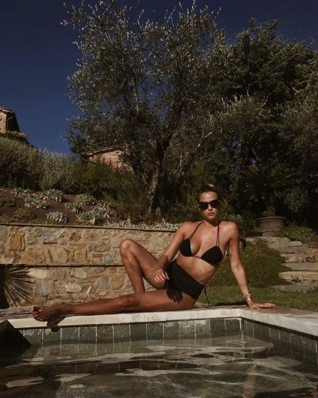 Cristina Marino, 29 anni, in bikini a due mesi dal parto
