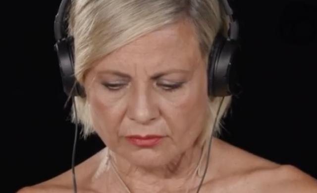 Antonella Elia, 56 anni, vede un nuovo filmato del compagno che la fa soffrire