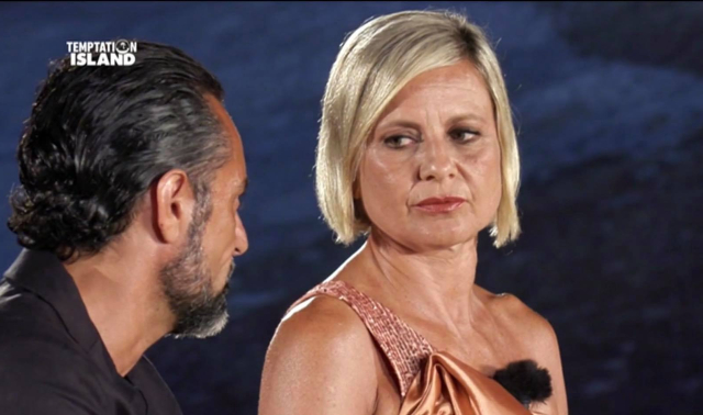 Antonella Elia esplode a Temptation Island, schiaffo a Pietro: 'Non mi toccare schifoso!'
