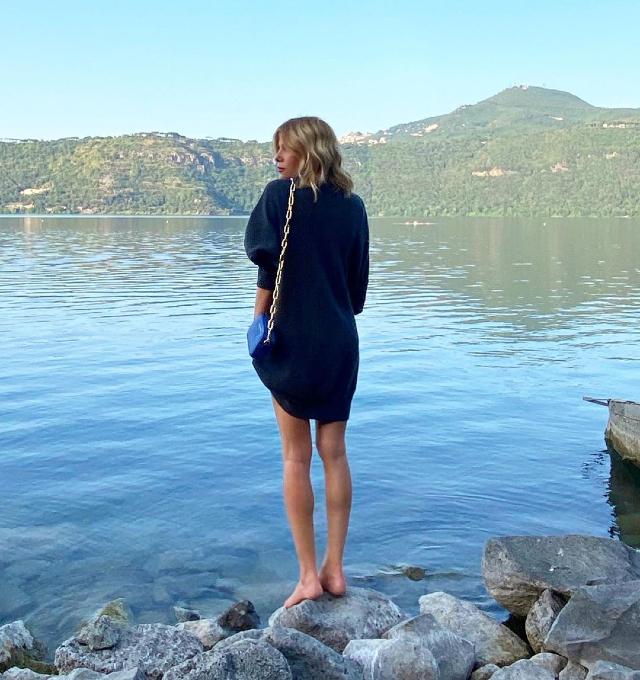 Alessia Marcuzzi, 47 anni, pensa di avere le gambe 'molto storte'