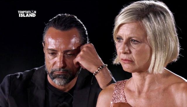 Antonella Elia dopo aver lasciato Pietro ci ripensa: 'Forse lo perdono'. Poi piange perché...