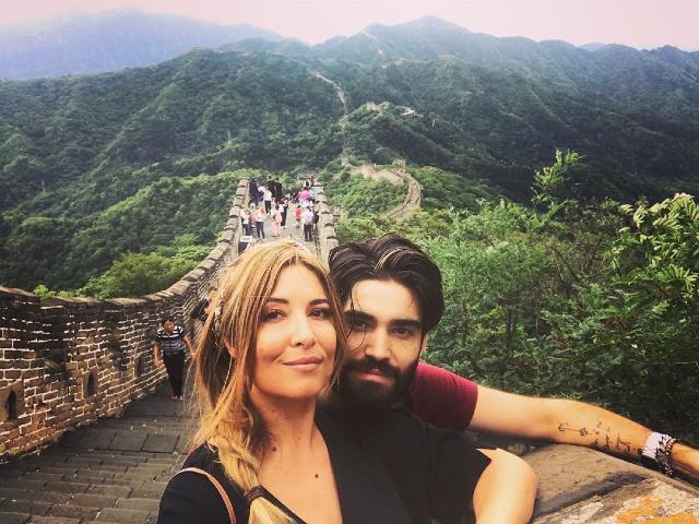 La foto pubblicata da Lorenzo Biagiarelli, 30 anni, per fare gli auguri alla comapagna Selvaggia Lucarelli, 46