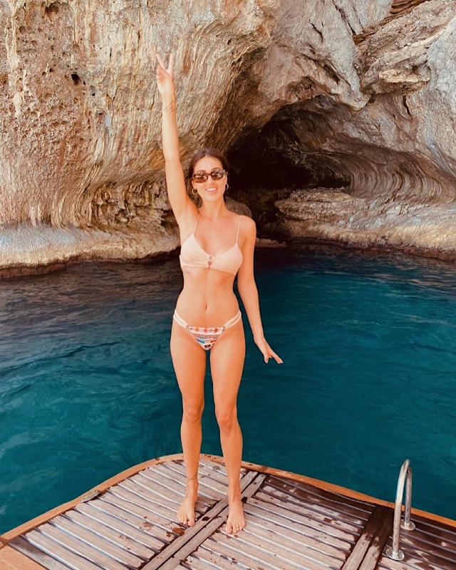 Cecilia Rodriguez, 30 anni, in bikini (Me Fui) in barca a Capri: la foto gliel'ha scattata il nipote Santiago De Martino, figlio della sorella Belen