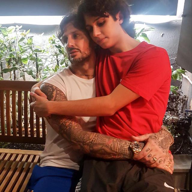 Fabrizio, 46 anni, insieme a Carlos, 18