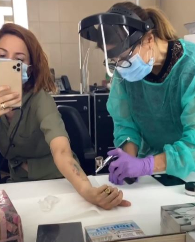 Andrea Delogu: 'Ecco perché copro il mio tatuaggio in tv'