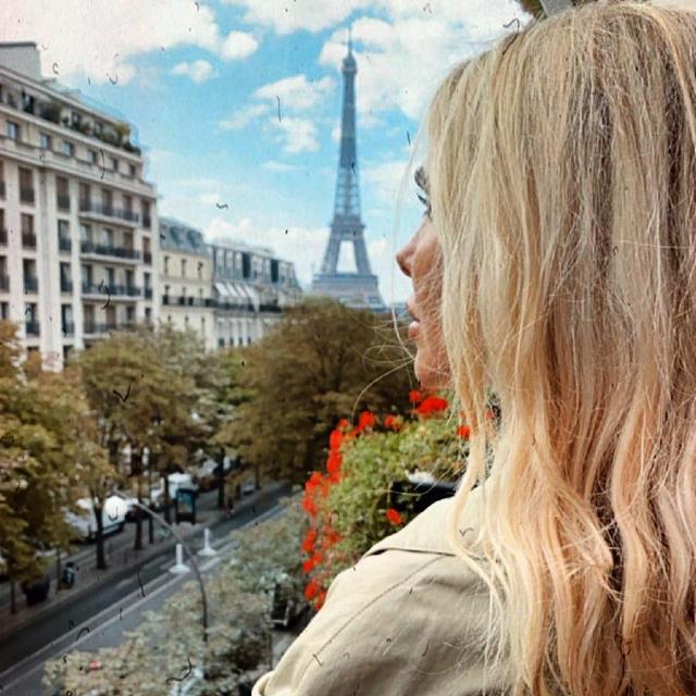 Ilary Blasi e Francesco Totti, fuga d'amore a Parigi: foto