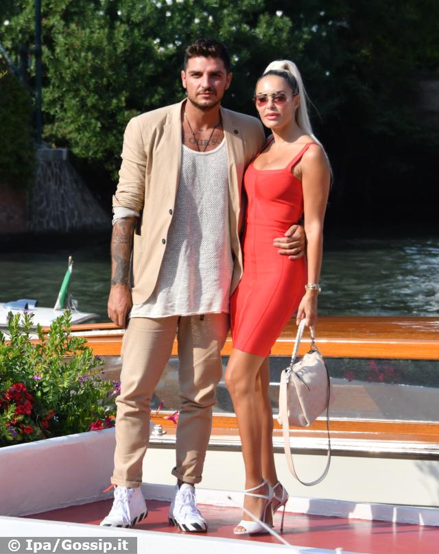 Luigi Mario Favoloso ed Elena Morali, anche loro sul red carpet a Venezia: foto