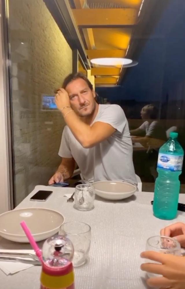 Ilary Blasi spiazza Francesco Totti: 'In casa c'è una donna incinta'