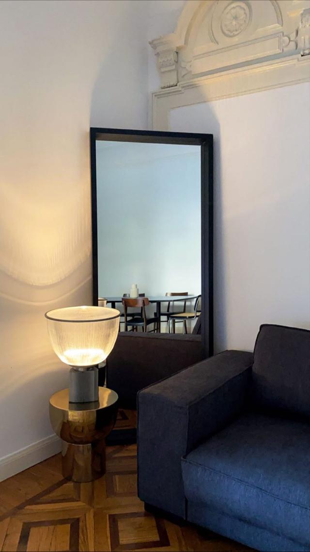 Stefano De Martino mostra la sua nuova casa 'bohemien' a Milano: foto