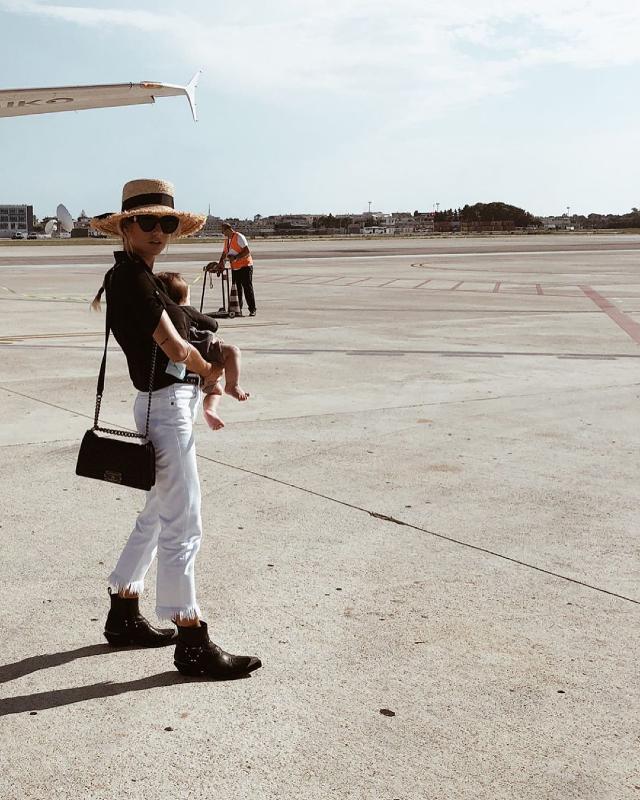Cristina Marino, 29 anni, subito dopo il suo primo volo con la figlia Nina, nata il 20 maggio scorso