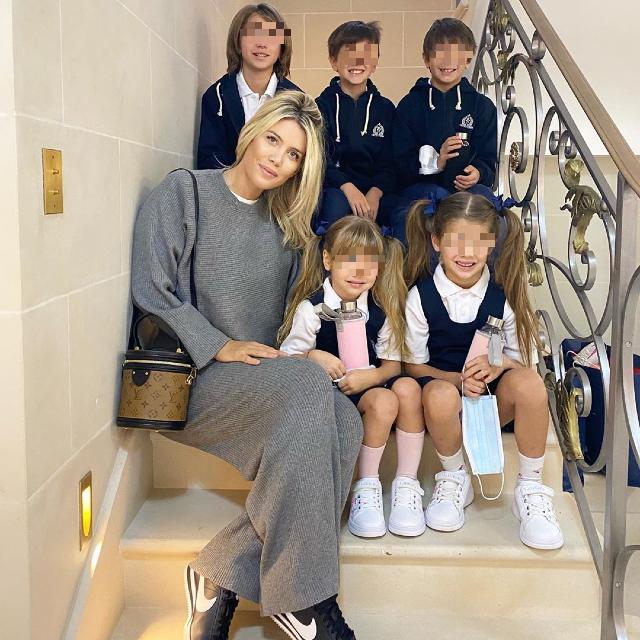 Wanda Nara, i figli tutti in divisa per il primo giorno di scuola: foto