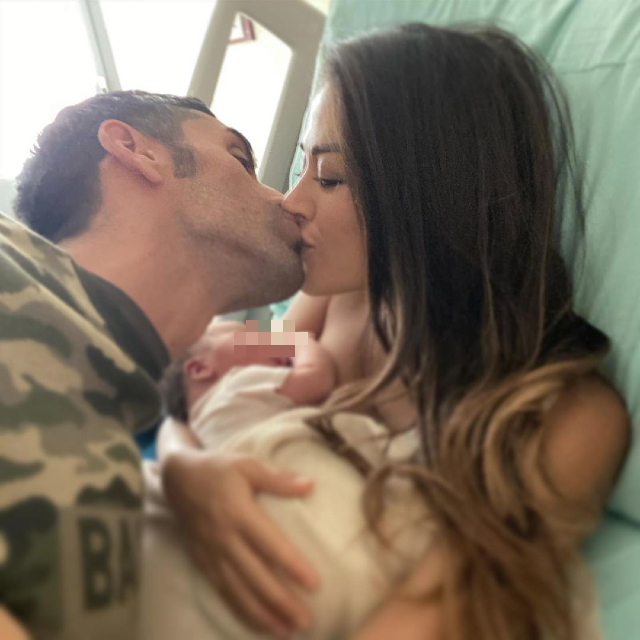 Giorgia Palmas e Filippo Magnini: prima foto con la figlia Mia