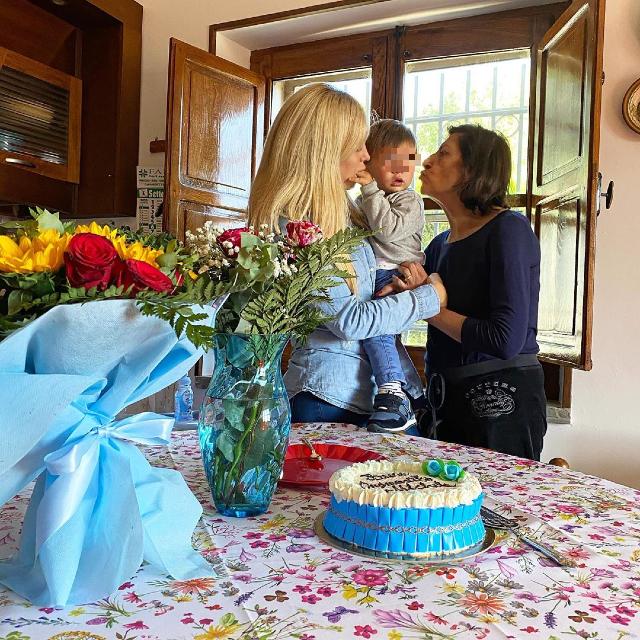 Paola Caruso festeggia l'onomastico del figlio Michelino, nato a marzo del 2019, insieme a sua mamma Wanda