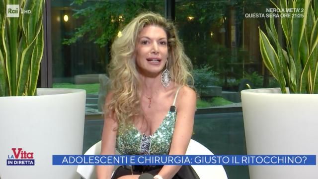 Maria Monsè, 46 anni, si difende a 'La Vita in Diretta' dopo aver portato la figlia Perla di 14 anni a fare un ritocchino al naso