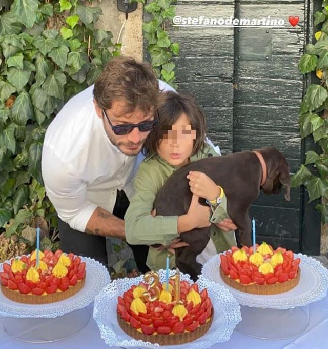 Stefano De Martino compie 31 anni, la festa di compleanno è intima: guarda