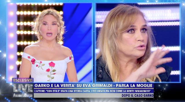 Lory Del Santo, 63 anni, ha raccontato a 'Live - Non è la D'Urso' che Manuela Arcuri le avrebbe confessato che Garko aveva con lei un 'blocco' e che le dava anche una motivazione per giustificare questa incapacità di andare oltre un certo limite