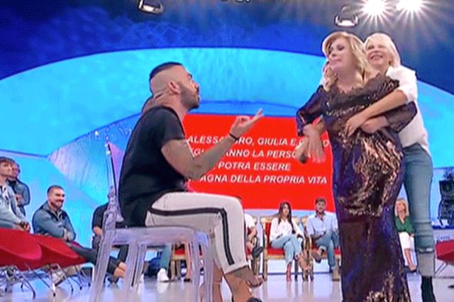 Tina e Maria durante una delle loro 'scenette' a 'Uomini e Donne'