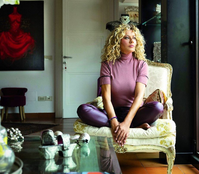 Eva Grimaldi, 59 anni, ha fatto sapere di aver cambiato idea su Adua Del Vesco: oggi la vede come una 'incoerente'