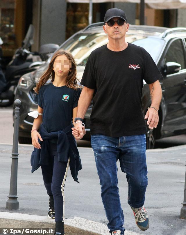 Da quando è finito il matrimonio con Marica Pellegrinelli (durato dal 2016 al 2019), Eros è un papà praticamente a tempo pieno