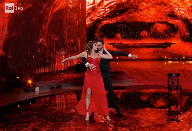 Elisa Isoardi: ecco quanti chili ha perso da quando è iniziato Ballando