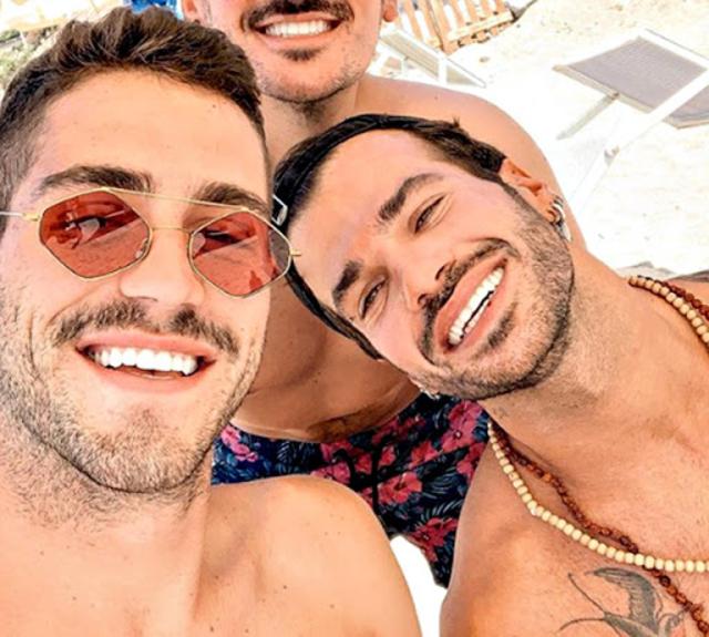Tommaso Zorzi, 25 anni, insieme all'amico Claudio Sona, 33, durante una vacanza al mare lo scorso anno
