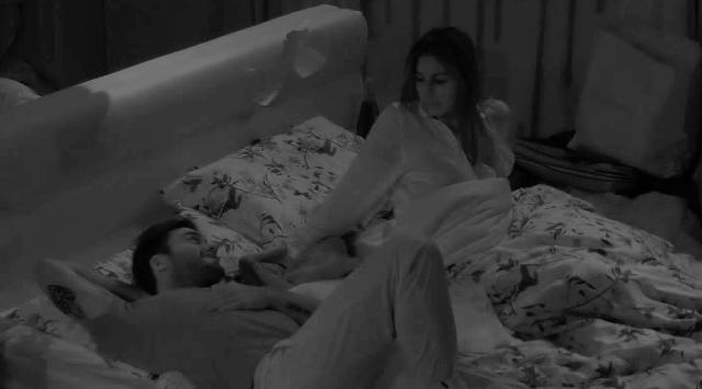 Elisabetta Gregoraci e Pretelli a letto insieme di notte: guarda