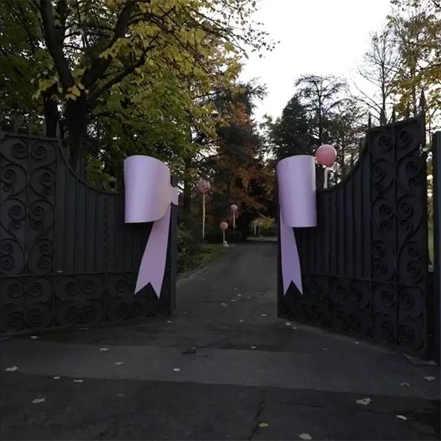 L'ingresso della villa Vacchi per il rientro di Gianluca e Sharon con la piccola Blu Jerusalema