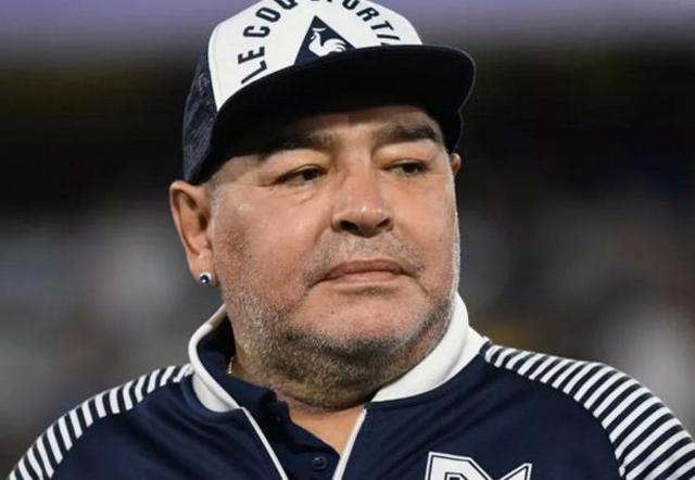 L'ex calciatore argentino si è spesso a 60 anni: nella sua vita Maradona è stato protagonista di diversi episodi decisamente controveri