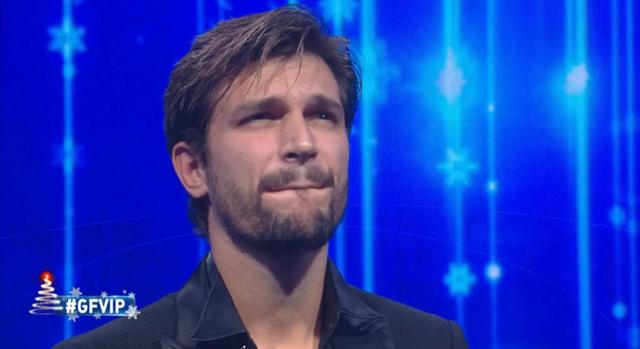 La fidanzata non si presenta al GF Vip: Andrea Zelletta entra in crisi