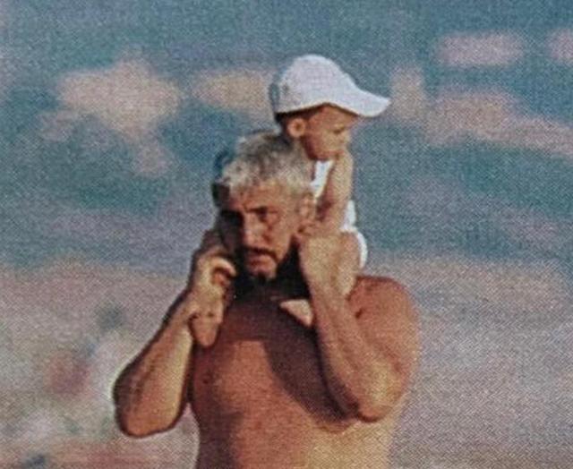 Una foto di Sara Daniele, oggi 24enne, da piccola con papà Pino, scomparso a 60 anni nel 2015