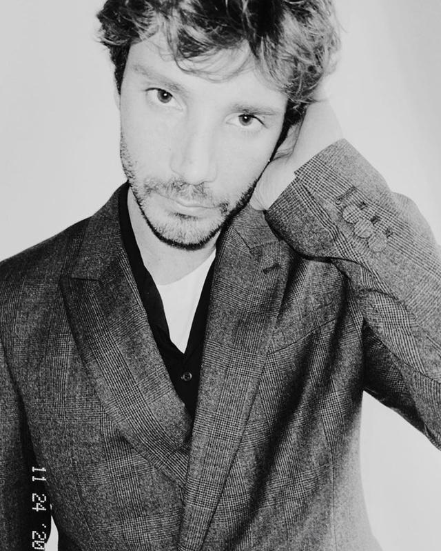 Stefano De Martino: 'Non mi servono auto potenti e orologi preziosi'. Ecco come usa i soldi