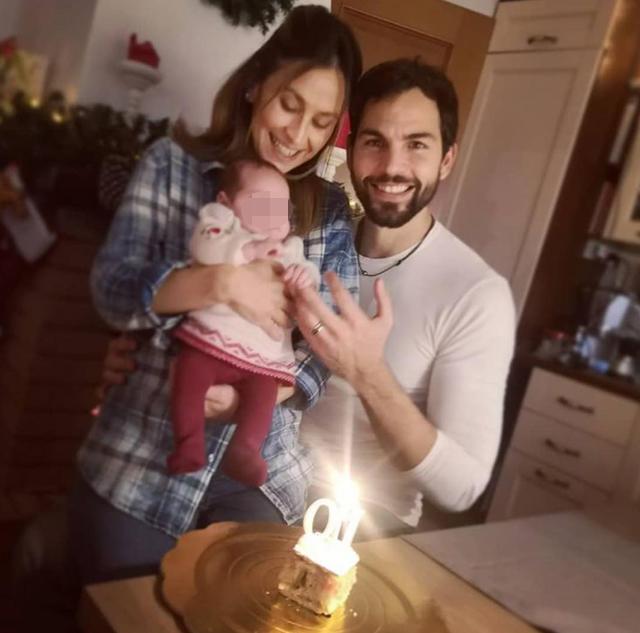 Brice Martinet e la moglie festeggiano il primo mese della figlia: foto