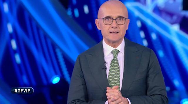 Alfonso Signorini si scusa per lo scontro Elia-De Grenet al GF Vip: le sue parole