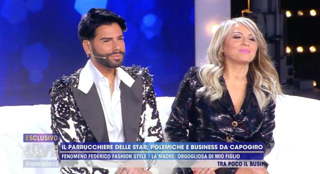 La mamma di Federico Fashion Style debutta in tv: guarda