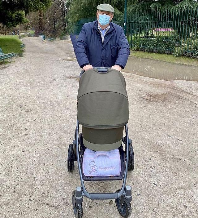 Gerry Scotti, la prima foto da nonno: guarda