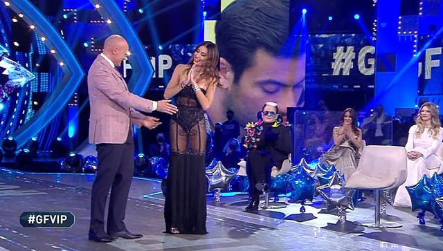 Elisabetta Gregoraci sorprende tutti con l'abito sexy e trasparente al GF Vip