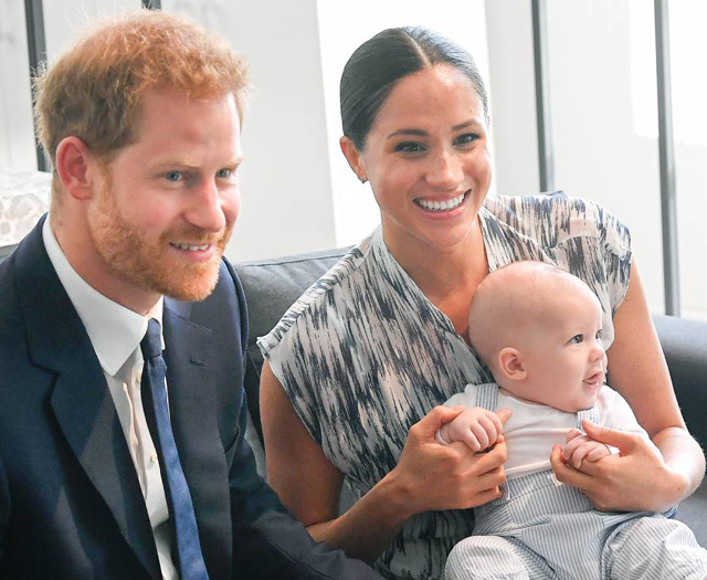 Il Principe Harry, 36 anni, e la moglie Meghan Markle, 39, sono fuggiti dal grigiume di Londra e ora vivono in California con il figlio Archie, 21 mesi