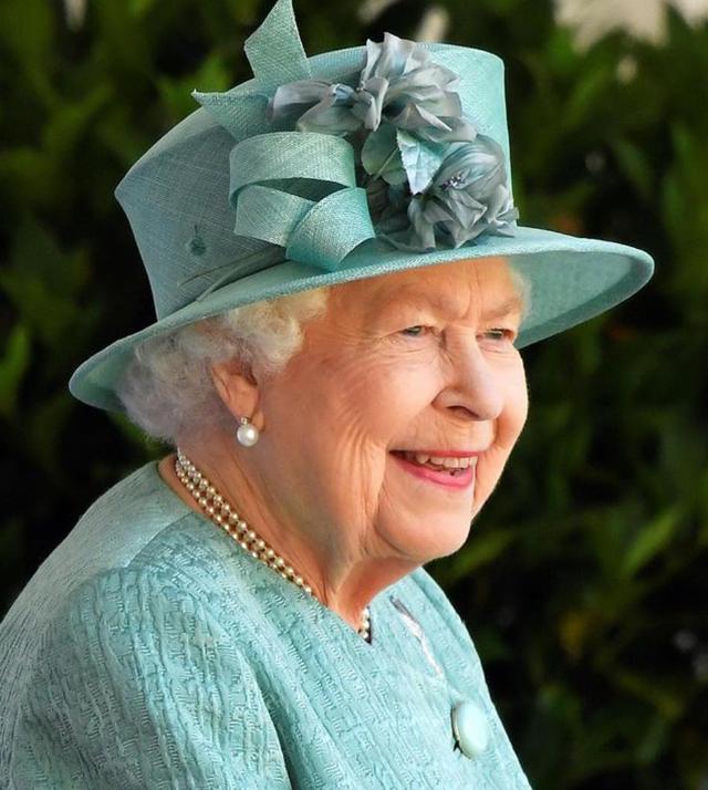 La Regina Elisabetta ha regalato una macchina per fare i waffle, tipico dolce del Belgio, al nipote Archie