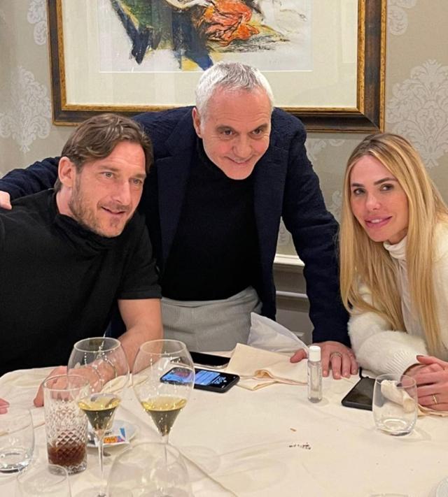 Ilary Blasi e Totti, pranzo romantico con sorpresa: guarda