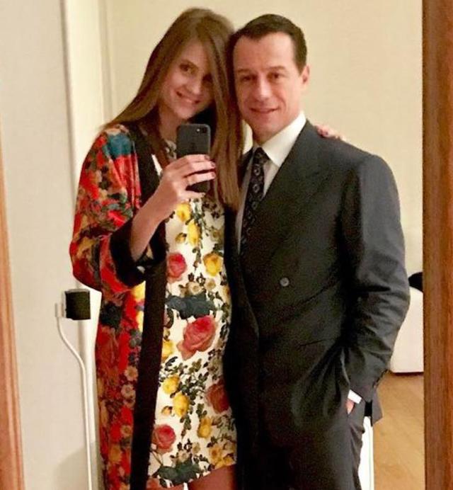 Stefano Accorsi, 50 anni, ha cambiato idea sul matrimonio grazie a Bianca Vitali, 29