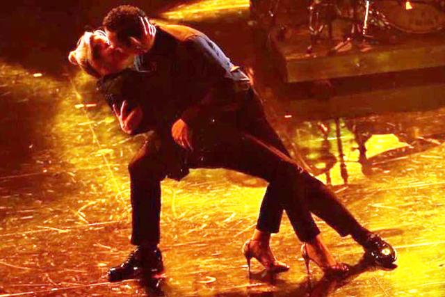 Francesca Barra e Claudio Santamaria, tornano i baci in tv: il loro a Sanremo è appassionato